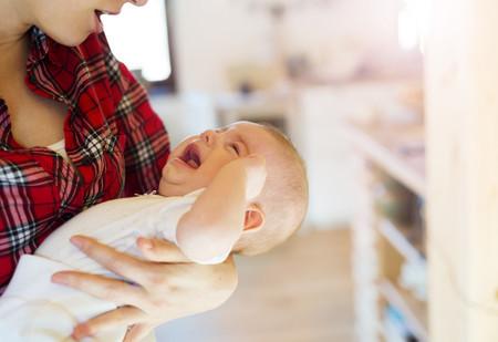 ¿Tu bebé está irritable e inapetente? La culpa es del calor