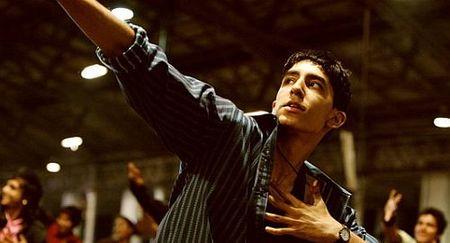 slumdog millionare es Slumdog millionaire es una película británica de 2008, dirigida por danny boyle, escrita por simon beaufoy, basada en la novela ¿quiere ser millonario.