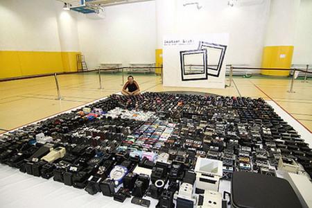 El récord Guiness del síndrome de compra compulsiva de equipo fotográfico: 4425 cámaras