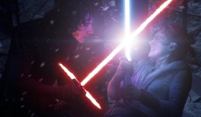 Adam Driver y Daisy Ridley en Star Wars 7