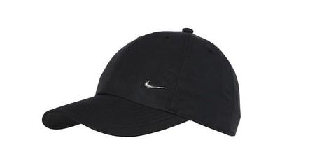 Elegante pero informal: protégete del sol con la gorra Nike Metal Swoosh Cap por sólo 11,95 euros con envío gratis en Zalando