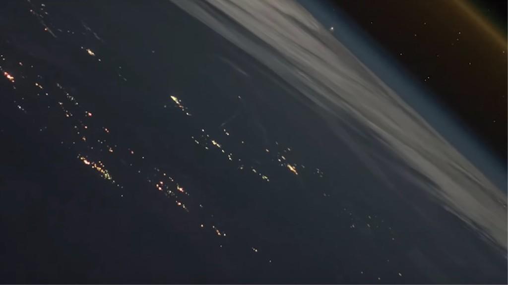 No, no es una escena de película o videojuego, es el lanzamiento de un cohete como jamás se había visto