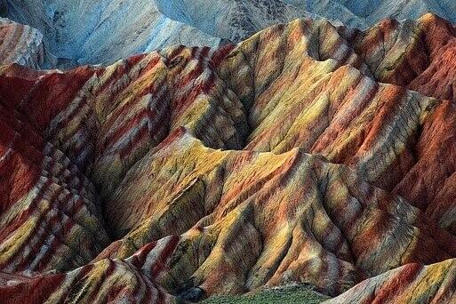 La mineralización de cobre, oro, plata y uranio se acelera gracias a este mineral de tierras raras