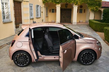 El Fiat 500 3+1 es la versión con media puerta lateral adicional del coche eléctrico italiano y con los mismos 320 km de autonomía