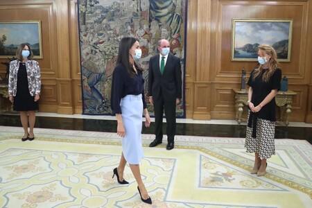 Doña Letizia con falda  look 2020