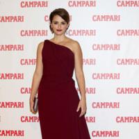 El look de Penélope Cruz en la presentación del calendario Campari 2013: esta vez vas mejor Pe