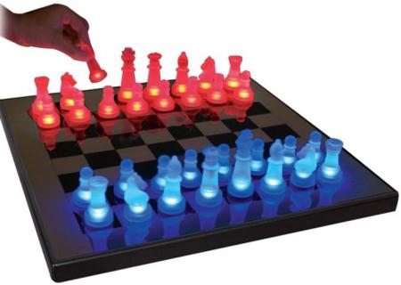 Ajedrez con luz para poder jugar a todas horas
