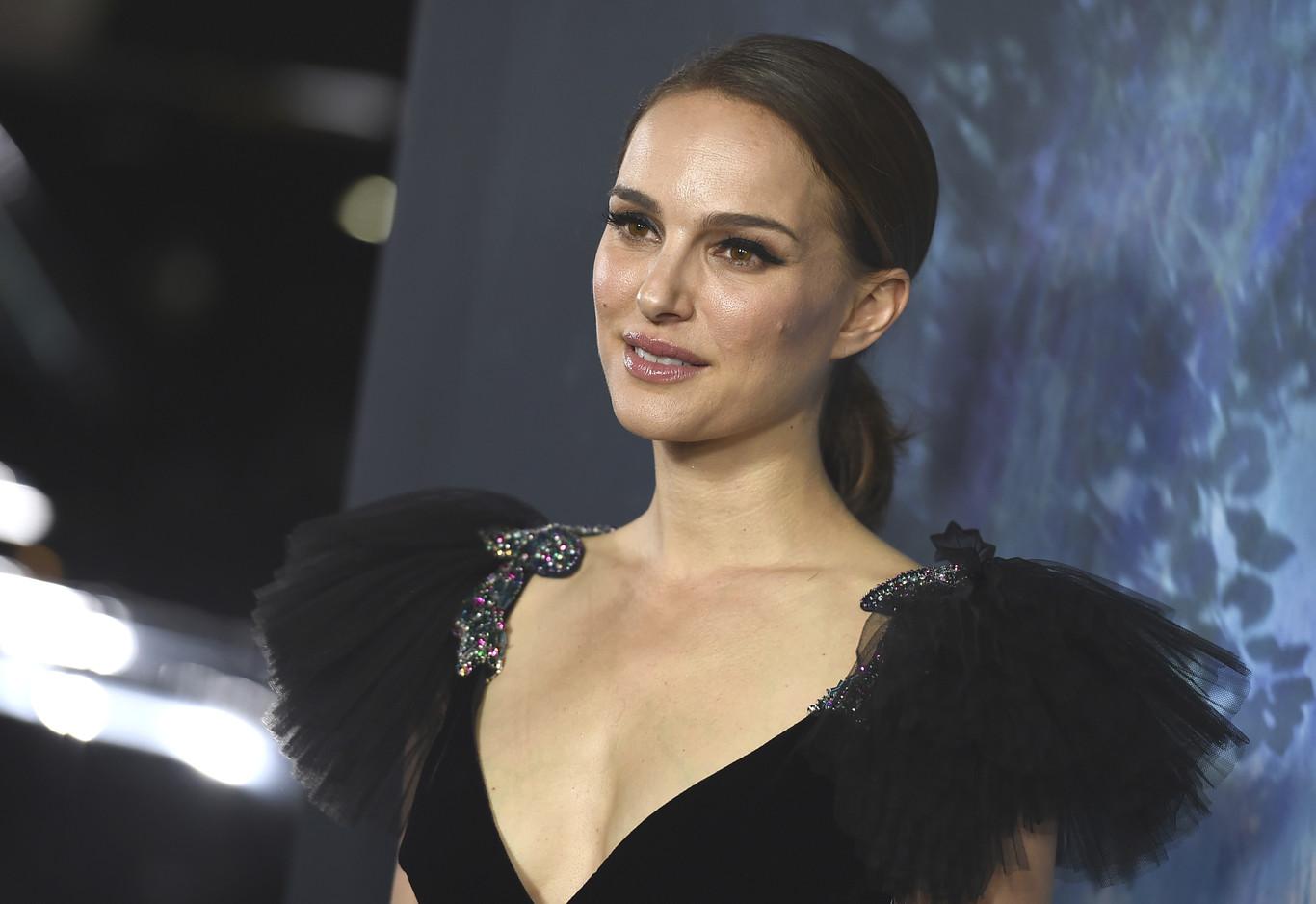11f7c6a37a Natalie Portman vestida de Valentino en Los Ángeles para presentar su nueva  película
