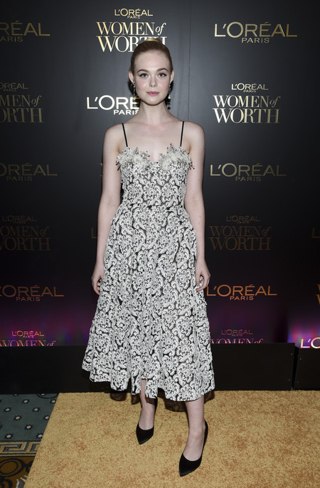 premios loreal women of worth red carpet look Elle Fanning