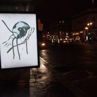"""""""Brandalismo"""": ¿quiénes son los artistas que han llenado París de anuncios falsos contra la Cumbre del Clima?"""