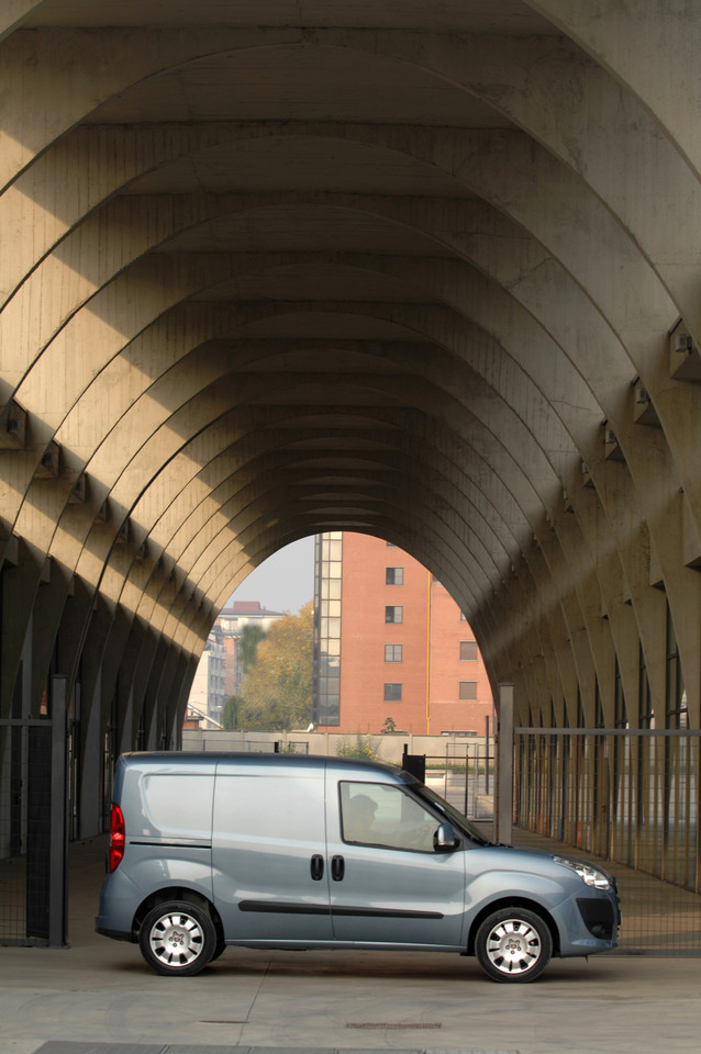 Foto de Fiat Doblò Cargo y Combi (12/32)