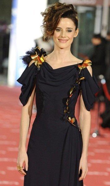 El original look de Pilar López de Ayala en la gala de los Goya 2012