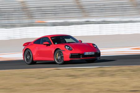 Porsche 911 992 derrapando