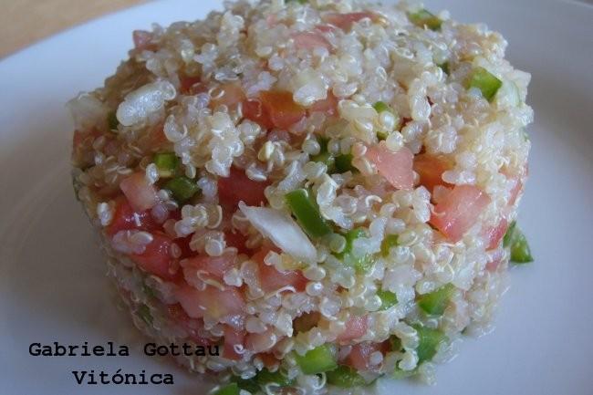 Receta saludable ensalada ligera de quinoa y vegetales varios for Como se cocina la quinoa para ensalada