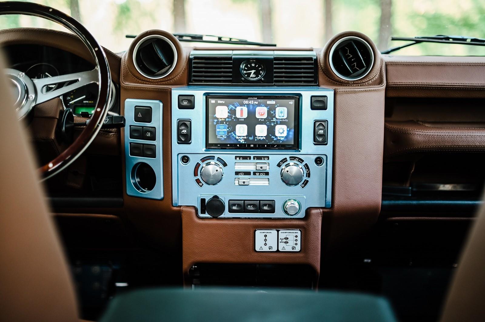 Foto de Land Rover Defender 90 por Osprey Custom Cars (17/22)