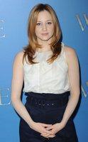 La actriz Andrea Riseborough, ¿mejor rubia o morena?