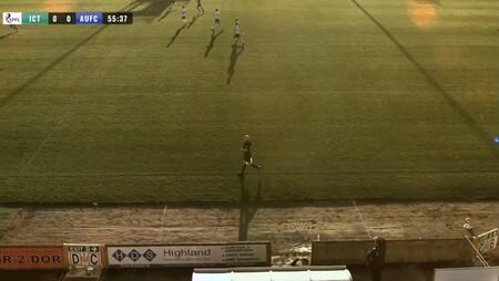 Una cámara controlada por inteligencia artificial arruina la emisión de un partido al confundir el balón con un árbitro calvo