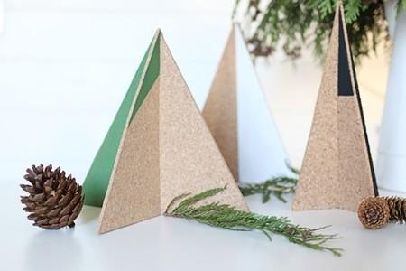 Hazlo tú mismo: un sencillo, original y elegante árbol de Navidad de corcho
