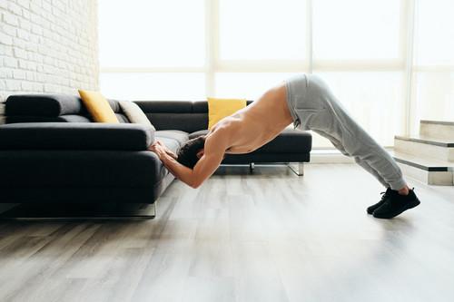 Seis ejercicios para entrenar la espalda en casa durante el confinamiento