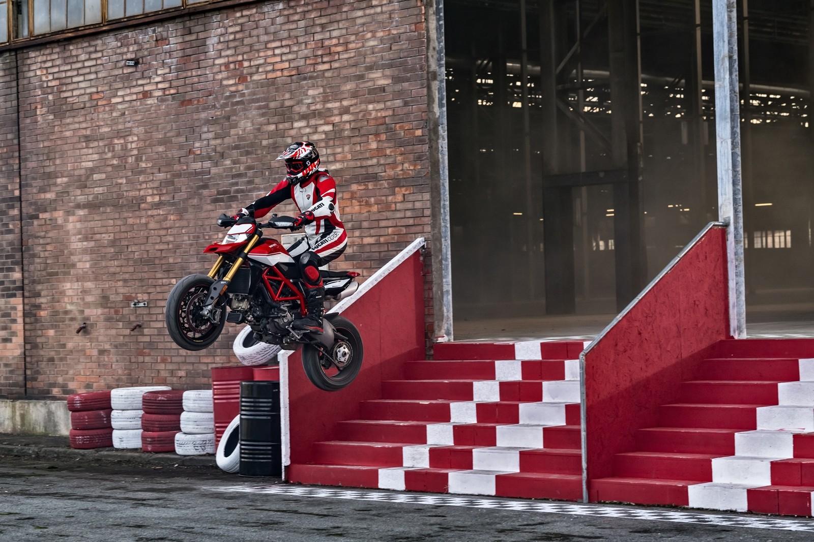 Foto de Ducati Hypermotard 950 2019 (30/76)