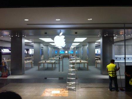 Applesfera está en la cola de la Apple Store de la Maquinista en Barcelona