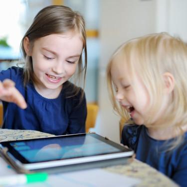 No usemos la tecnología como chupete emocional: recomendaciones de la AAP sobre el correcto uso de las TIC por parte de los niños