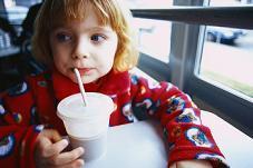 Bebidas con alto contenido de azúcar son asociadas al sobrepeso en niños preescolares