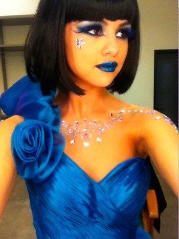 Selena Gomez ¿por qué pareces un pavo real?