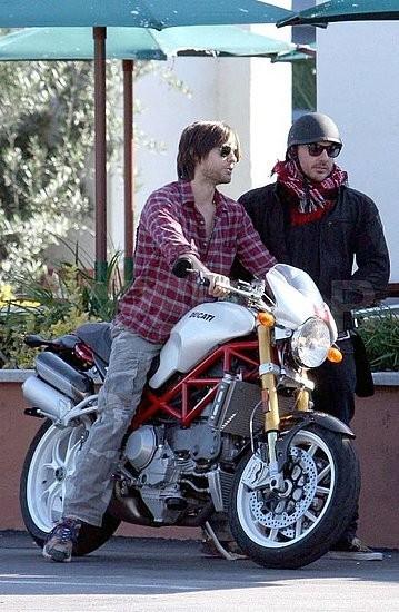 Jared Leto y su moto