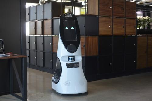 Este robot hecho en México ayuda a detectar el COVID-19, puede sostener una conversación y cuesta un millón de pesos