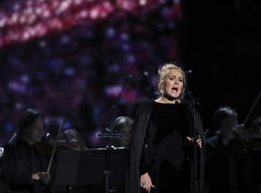 Adele saca su lado más humano y se acerca hasta la Torre Grenfell de Londres para ayudar a los más necesitados