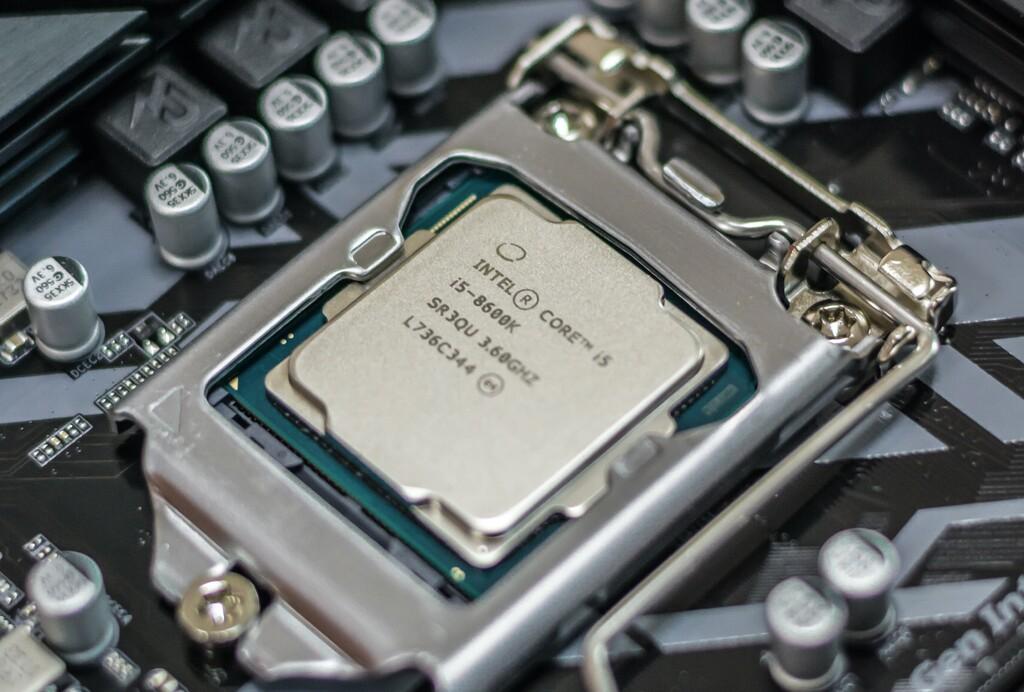 Intel, en apuros: DigiTimes augura mínimos de récord en su cuota de mercado debido a Apple Silicon