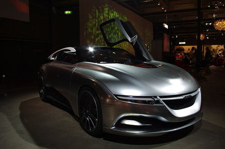 Spyker trama con Youngman fabricar un heredero del Saab PhoeniX... y algo más