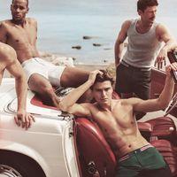 El modelo Oliver Cheshire debuta su marca CHÉ de bañadores con perfecta inspiración retro