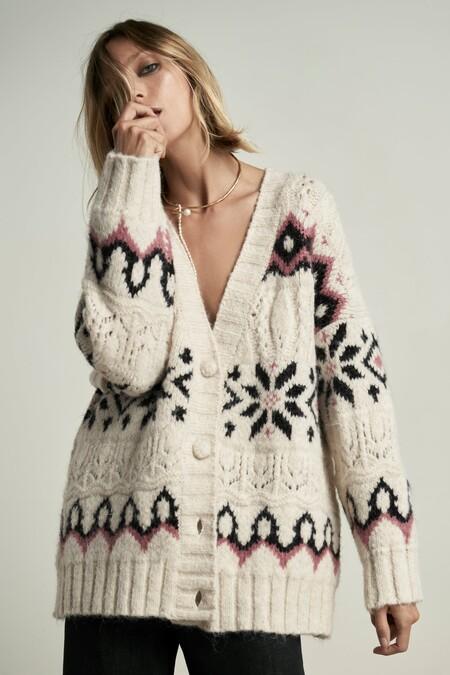 La nueva colección de chalecos, jerséis y cárdigans de Zara te hará olvidar (momentáneamente) las rebajas