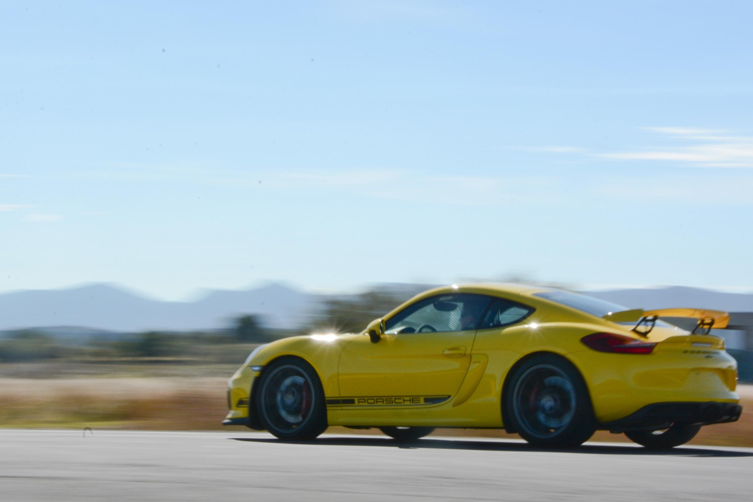Foto de Porsche Cayman GT4 (14/19)