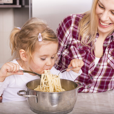 Cuando los niños quieren hacerlo todo solos: el comienzo de la independencia