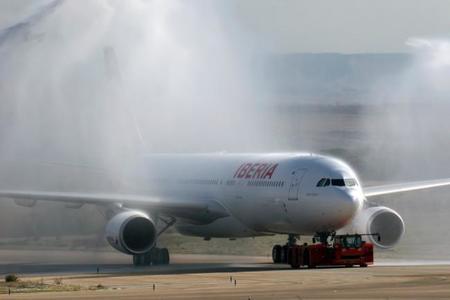 Fomento, las aerolíneas y el petróleo: ¿no repercuten las bajadas?