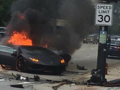 Dolorpasión™: Un hermoso Lamborghini Huracán se parte en dos y se incendia