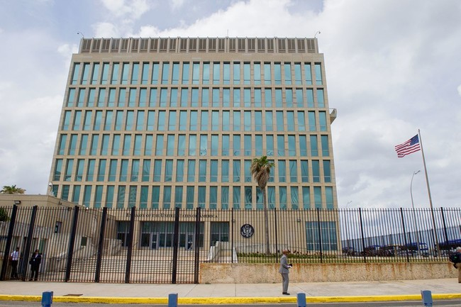 U S Flag Flaps Outside U S Embassy In Havana Cuba 25998479275