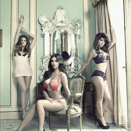 Nada como enseñar los jamones para promocionar la serie de las Kardashian