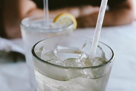 La importancia de beber suficiente agua si llevas una dieta keto para perder peso