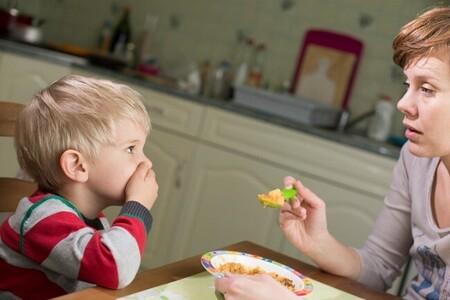 Por qué no deberías obligar a tu hijo a comer si no tiene hambre o ya no quiere más