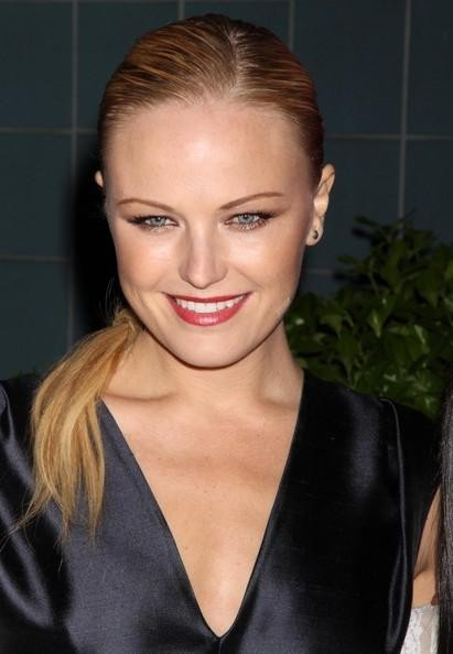 Christina modelo amplia abierta capullo de rosa