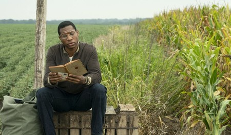 Lovecraft Country Hbo Jonathan Majors Reading Social