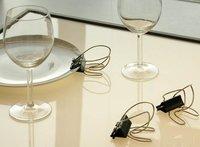 Sujeta el plato y la copa a la vez con klypsos