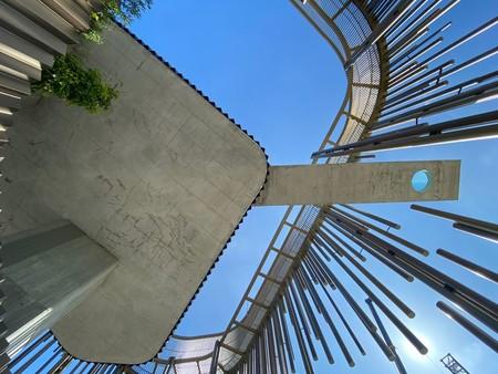 Así es Odiseo, un edificio sostenible con un bosque que se elva a 30 metros de altura y la piscina voladiza más grande de Europa