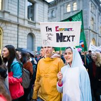 Tener menos hijos no salvará el planeta: el debate en torno al antinatalismo y la sostenibilidad