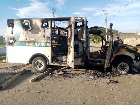 En Chiapas, decenas destrozaron hospital y agredieron a médicos porque pensaron que el gobierno los fumigó con coronavirus