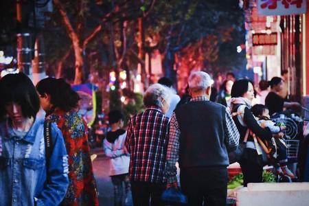 Una ciudad china está construyendo su propia 'luna artificial' para iluminar sus calles
